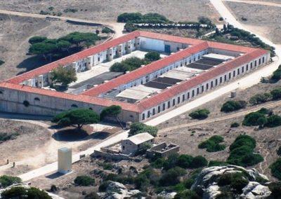 Escursioni asinara - gite in barca nel parco nazionale dell'asinara - il carcere
